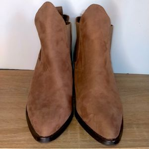 Missguided Size 6 Tan Cowboy Heel Boots